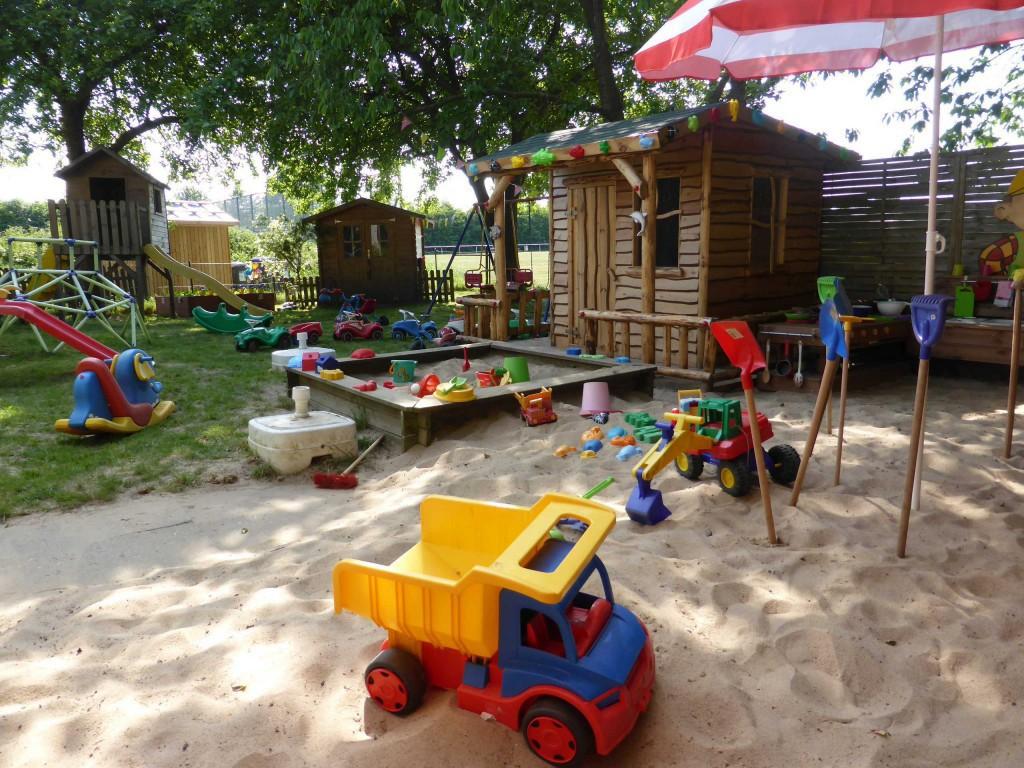 outdoor spielzeug kita kid zone kinderbetreuung. Black Bedroom Furniture Sets. Home Design Ideas